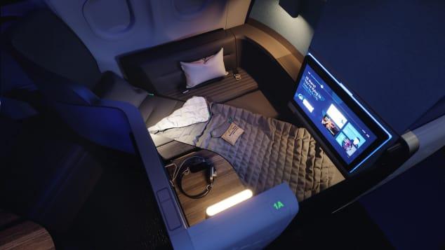 Bên cạnh các khoang hạng nhất, nhiều chiếc giường của hạng thương gia cũng hứa hẹn mang lại cảm giác thoải mái không kém cho khách hàng. Một trong số đó là Mint Studio của JetBlue. Khoang này có ghế sofa phụ, nơi một hành khách khác có thể cùng bạn thưởng thức đồ uống hoặc bữa tối.Máy bay A321 neo mới của hãng bay có trụ sở tại Mỹ dự kiến ra mắt trong tháng tới, gồm hai phòng Mint Studio mini ở phía trước. Mỗi căn phòng này có chỗ ngồi rộng rãi, và có thể ngả thành giường phẳng cùng sofa riêng. Khách được phục vụ với màn hình tivi lớn, sạc không dây và có thể đóng cửa nhiều giờ đồng hồ để thưởng thức không gian riêng tư của mình.