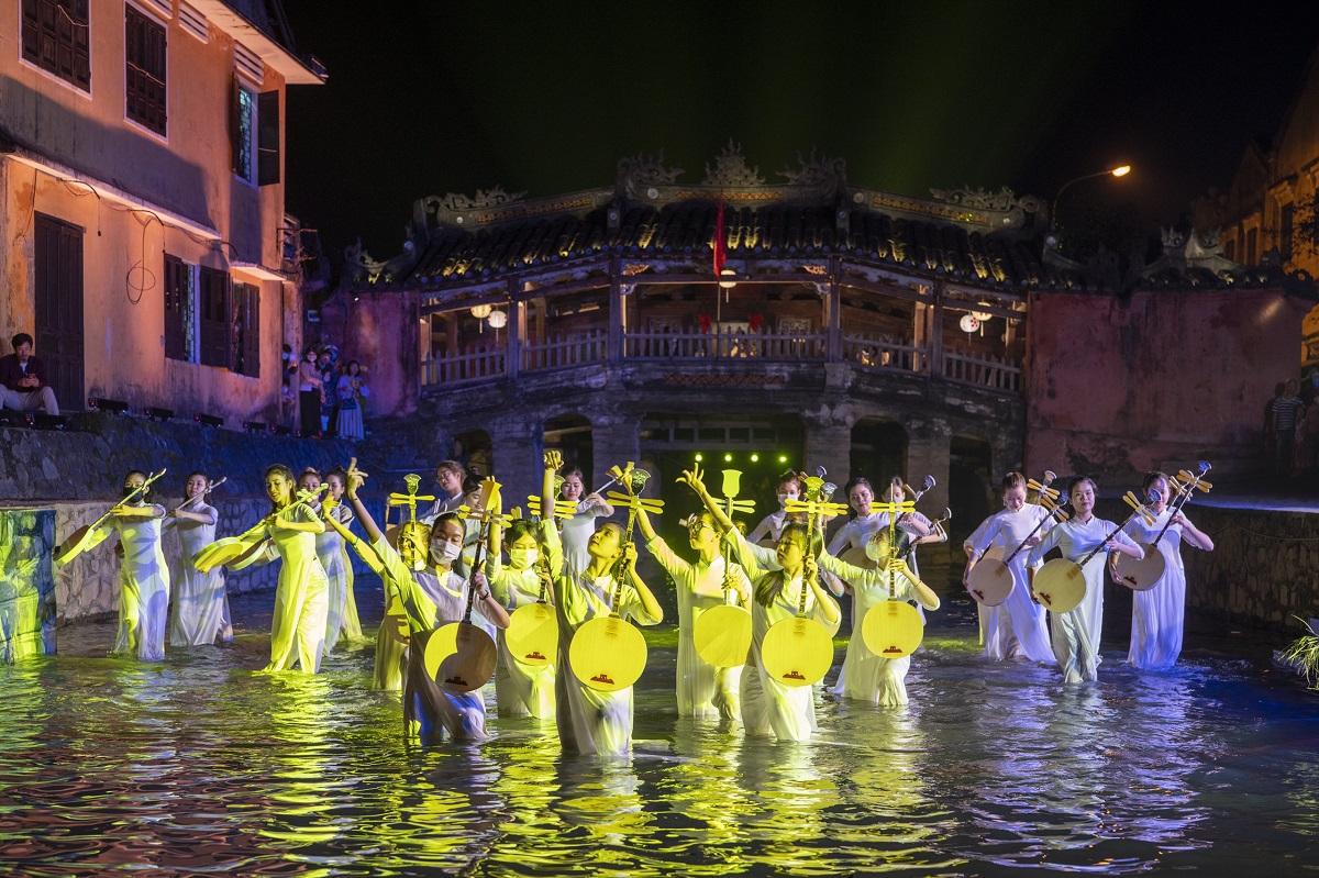 Du khách đến Hội An được giảm giá 50% vé tham quan phố cổ, làng gốm Thanh Hà và làng rau Trà Quế. Ảnh: Trung tâm VHTT&TTTH TP Hội An.