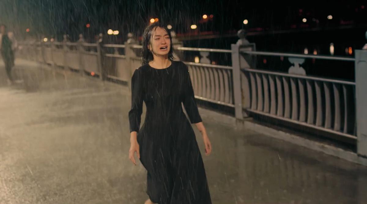 Cầu Dã ViênĐại cảnh cuối phim khi nhân vật Lý Linh chạy trong mưa diễn ra tại cây cầu bắc qua cồn Dã Viên, nằm ở trung lưu sông Hương, phía tây nam TP Huế. Cây cầu có 5 nhịp và lan can, có chiều dài tổng cộng 542,5 m. Cầu rộng 24,5 với 4 làn xe và 2 bên đường cho người đi bộ.