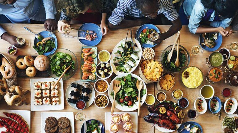 Thủ đô ăn chay của thế giớiThành phố Tel Aviv được xem như là thủ đô ăn chay của thế giới. Nơi đây có hơn 400 nhà hàng thuần chay hoặc thân thiện với người ăn chay, phục vụ nhu cầu của hơn 200.000 người ăn chay sống tại Israel. Nhiều tài liệu ghi lại rằng, cà chua bi có nguồn gốc từ Israel bởi 2 giáo sư từ ĐH Hebrew năm 1973. Ảnh: Sanjana Shenoy
