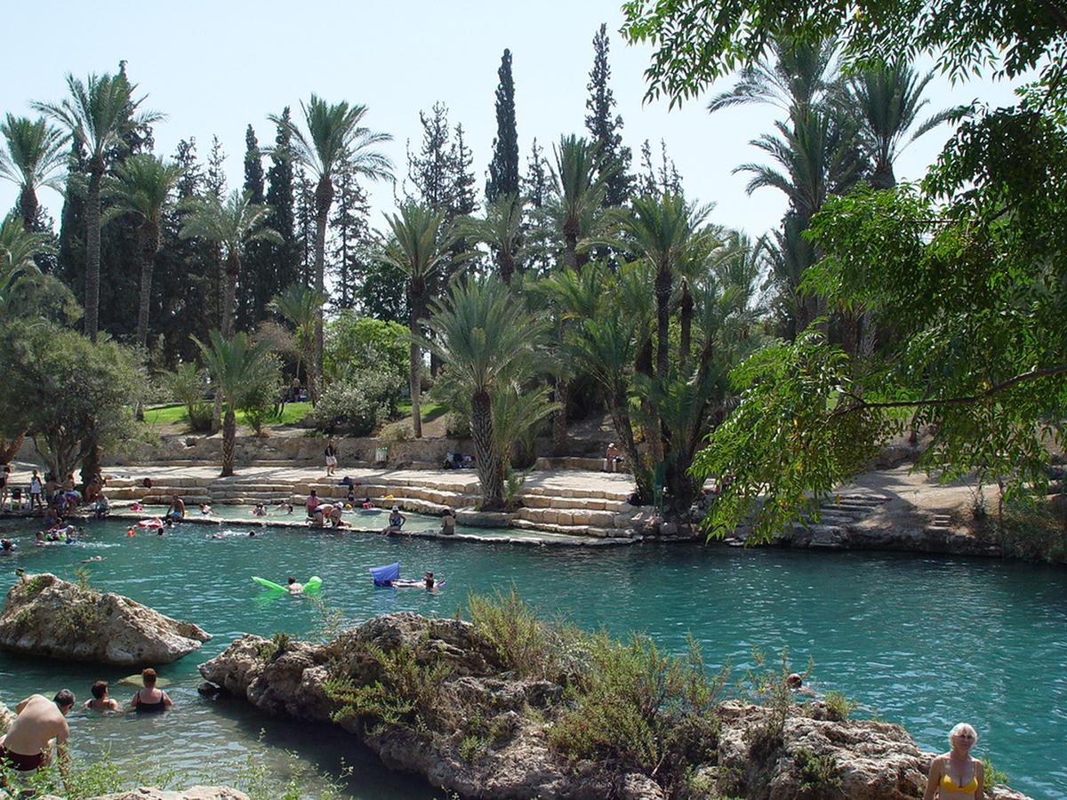 Nhà tắm 2000 năm tuổiKhu phức hợp nhà tắm lớn thứ 2 trong toàn bộ Đế chế La Mã được xây dựng tại Israel. Du khách yêu thích spa có thể thư giãn theo phong cách cổ đại trong khu phức hợp 2000 năm tuổi này tại Hamat Garder. Ảnh: Israel Tourism