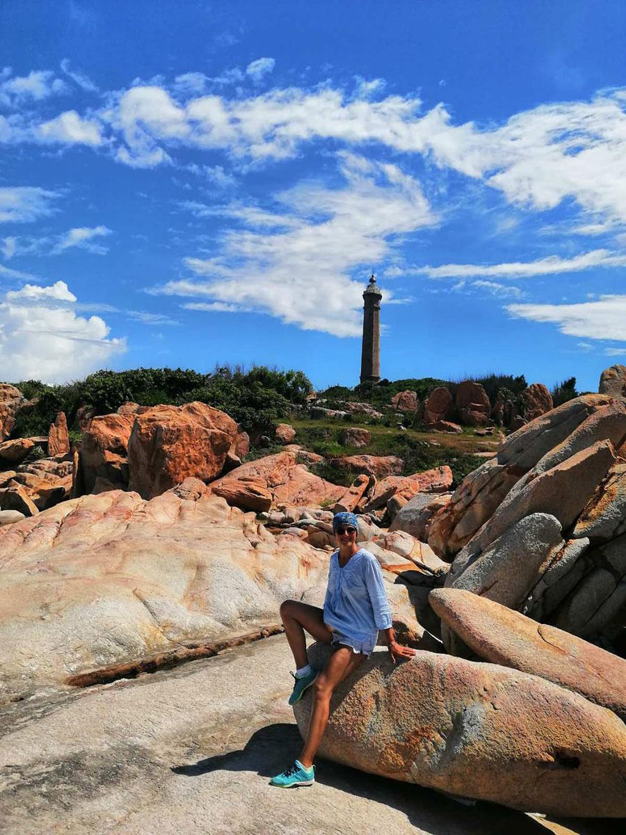 Du khách Nga đi du lịch tại hải đăng Kê Gà (Bình Thuận). Ảnh: NVCC
