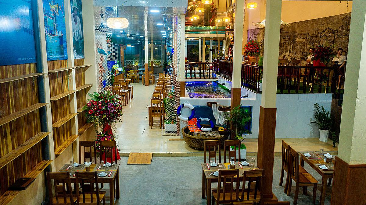 Nhà hàng Ngọc Biểm có không gian ấm cúng, đậm chất Phú Quốc.