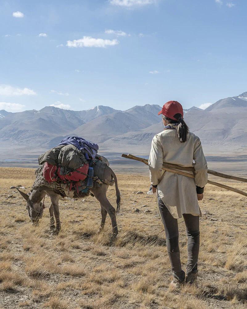 Năm 2018, Jean dành 19 ngày đi bộ đường dài ở Afghanistan, dùng một con lừa để mnag hành lý. Ảnh: Marsha Jean