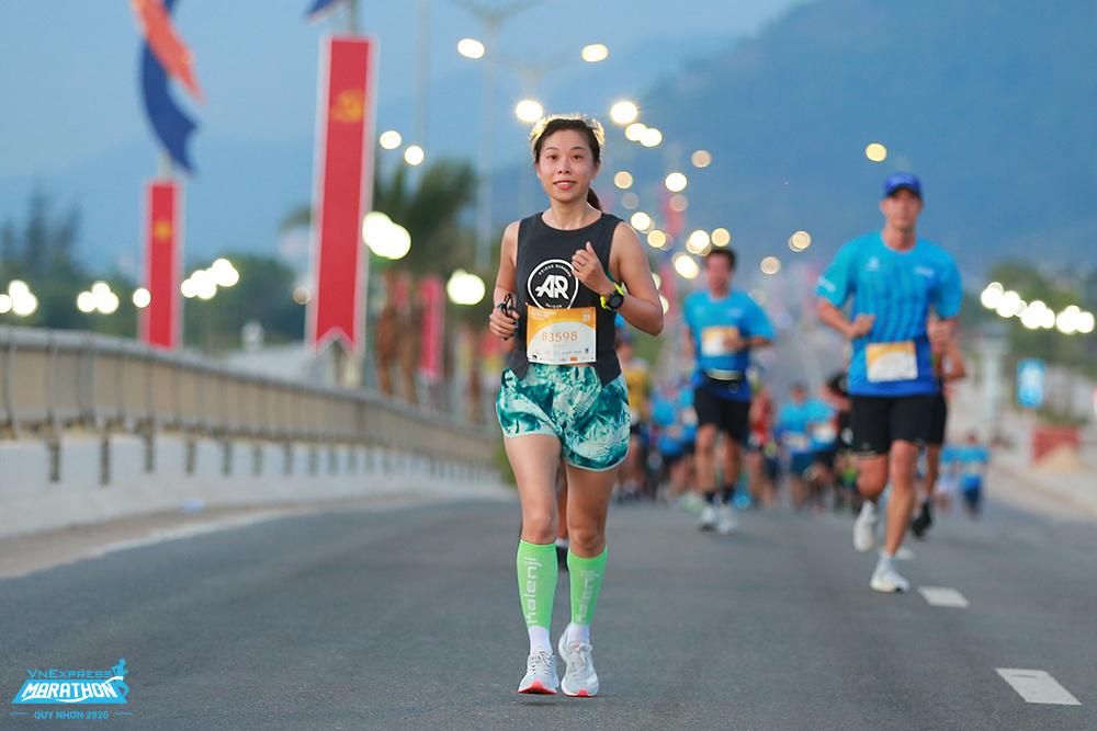 Du khách có thể kết hợp du lịch và chạy bộ như tại Quy Nhơn. Ảnh: VnExpress Marathon.