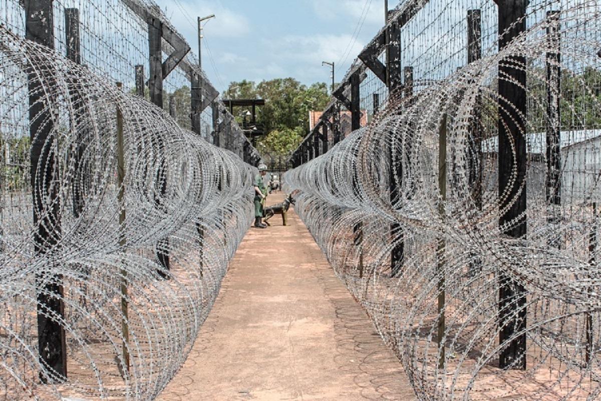 Di tích lịch sử trại giam Phú Quốc mở cửa từ 7h tới 17h hàng ngày và miễn phí vé vào cửa. Ảnh:Hanohiki/Shutterstock.