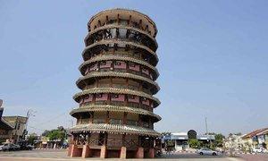Tháp nghiêng 136 tuổi vẫn đứng vững