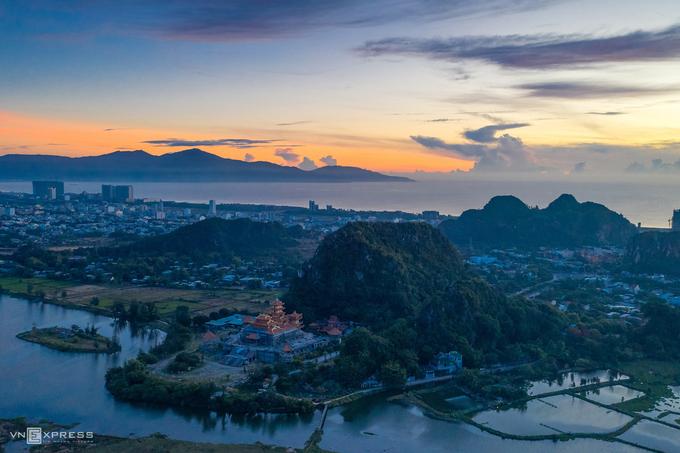 Danh thắng Ngũ Hành Sơn, Đà Nẵng. Các thành phố trong nước được du khách Việt tìm kiếm nhiều nhất gồm Vũng Tàu, Phú Quốc, Đà Lạt, TP HCM, Đà Nẵng. Thông tin được tổng hợp dựa trên dữ liệu tìm kiếm của Agoda từ 1-10/12/2020 và 1-10/3/2021, thời gian đặt phòng từ 1/3-31/12/2021. Ảnh: Hà Vũ Linh