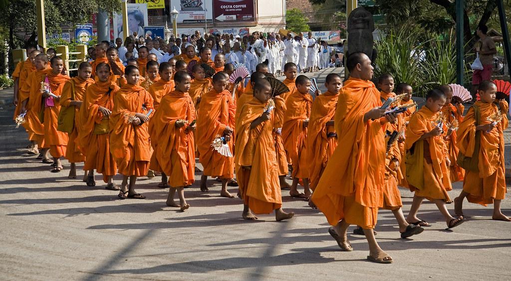 Tang lễ của người Campuchia có thể tiêu tốn đến 9.000 USD, kéo dài tới 49 ngày. Một lễ tang đầy đủ nghi thức truyền thống là vô cùng quan trọng với người dân, và các gia đình thường phải tiết kiệm để trang trải mọi chi phí. Ảnh: Doug Craig/Flickr