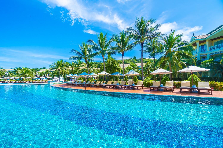 Du khách có thể mua những combo du lịch biển đảo với giá hấp dẫn. Ảnh: Vietravel