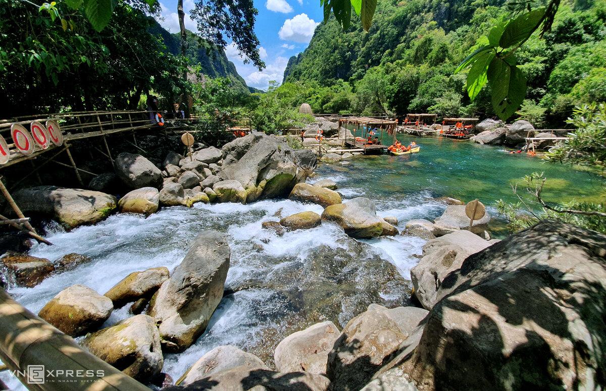 Suối Moọc là một trong những điểm hút khách của Quảng Bình. Ảnh: Đức Hùng