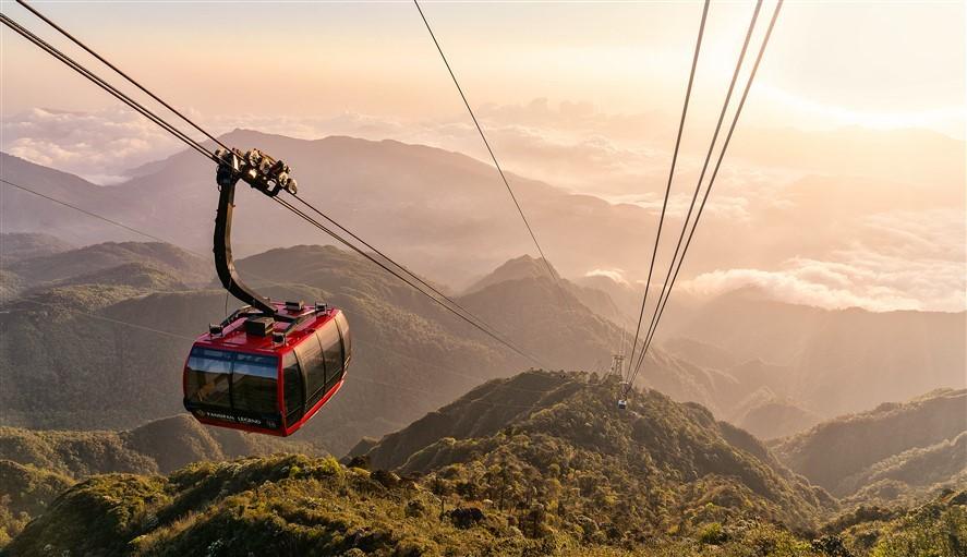 Tuyến cáp treo giúp rút ngắn thời fian di chuyển từ thung lũng Mường Hoa lên đỉnh Fansipan được rút xuống còn 15 phút, thay vì 2 ngày leo đường núi như trước kia.