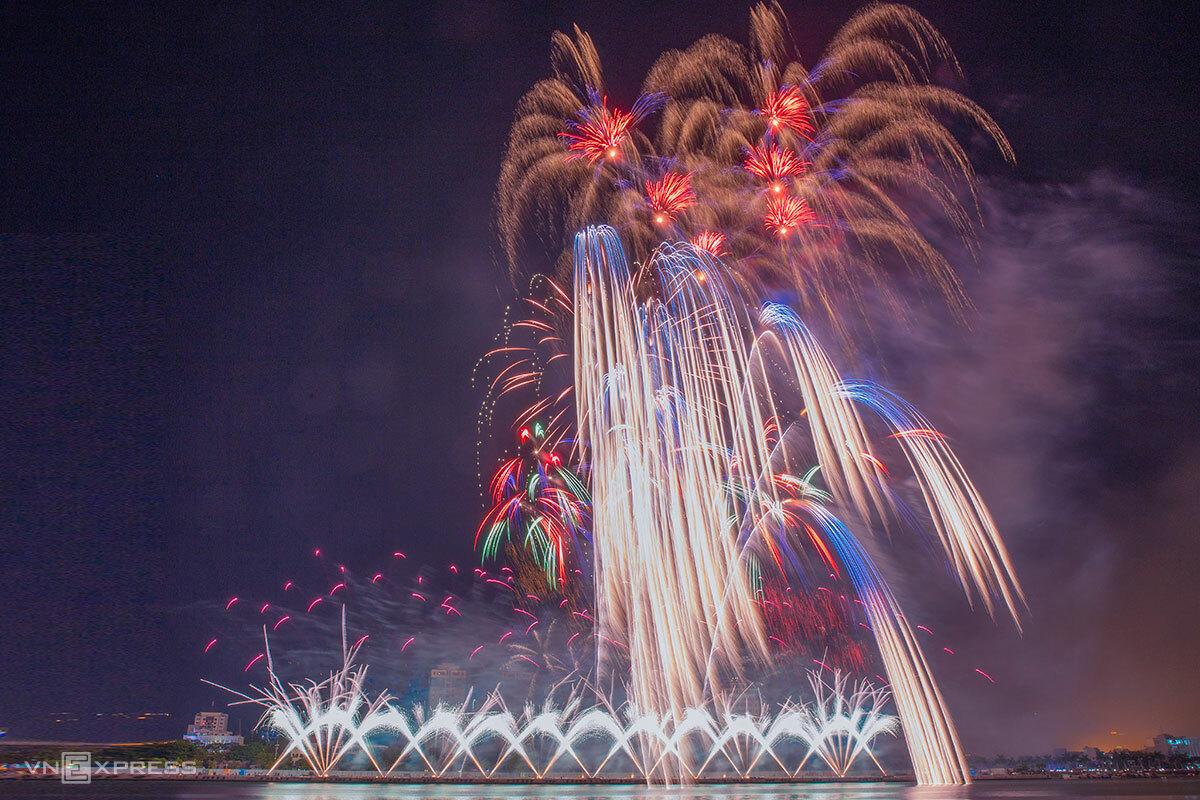 Đây là năm thứ 2 liên tiếp Đà Nẵng dừng lễ hội pháo hoa quốc tế để tránh tập trung đông người, phòng dịch Covid-19. Ảnh: Nguyễn Đông.