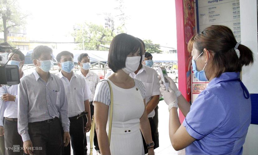 Đoàn kiểm tra công tác phòng chống dịch tại các khách sạn TP Nha Trang. Ảnh: Xuân Ngọc