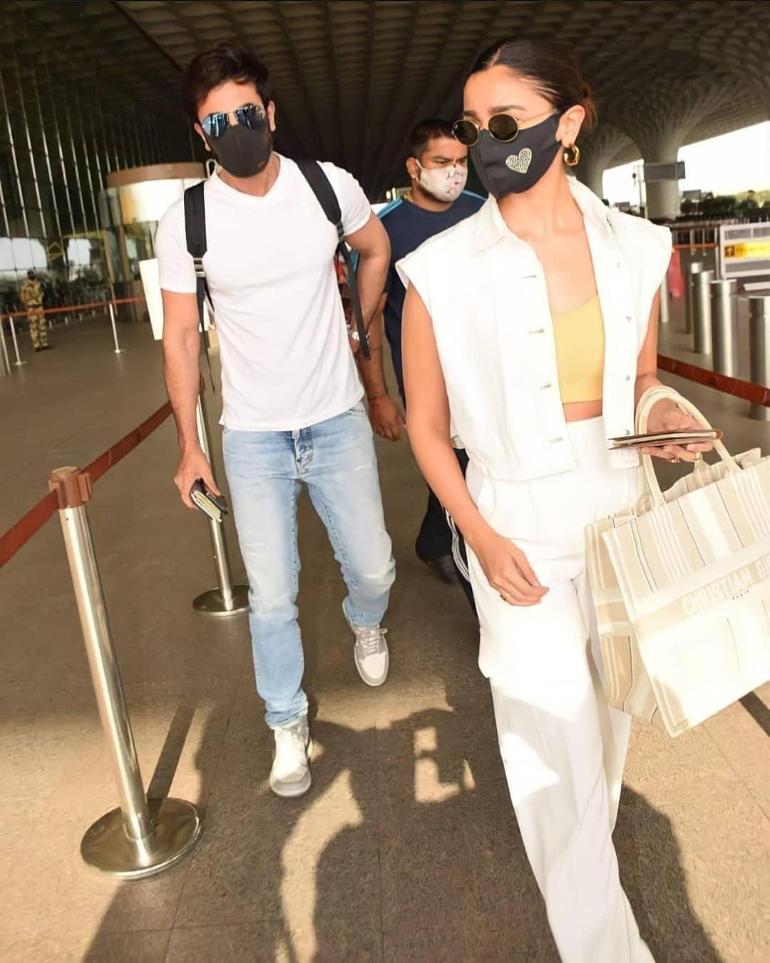 Tài tử Ranbir Kapoor khoe ảnh rời Ấn Độ cùng bạn gái bằng máy bay tư nhân vào 19/4, và vừa trở lại Mumbai vài ngày trước. Ảnh: Ranbir Kapoor