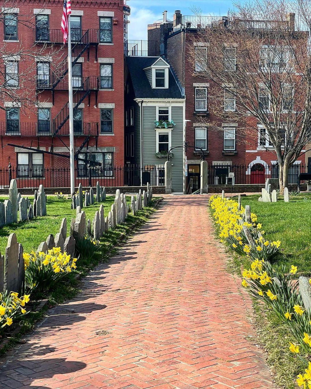 Ngôi nhà toạ lạc tại số 44 phố Hull, North End Boston, cách đường mòn Freedom không xa. Ảnh: Roadtrip New England