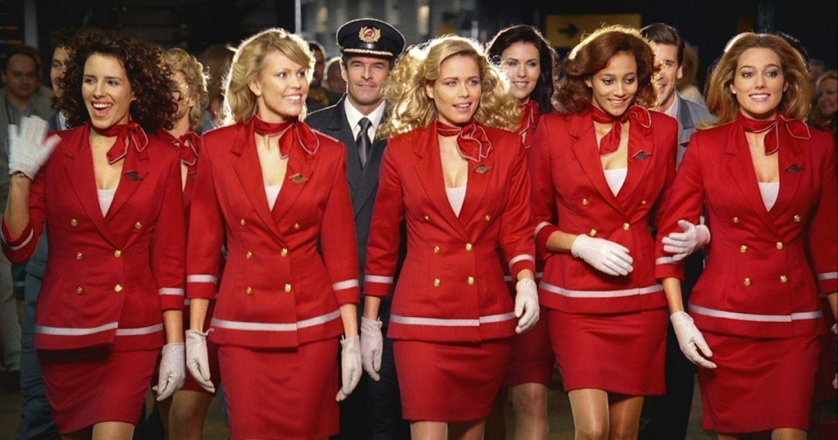 Để có vẻ ngoài chỉn chu trong suốt thời gian làm việc, đôi ngũ tiếp viên luôn phải tuân thủ những yêu cầu nghiêm ngặt của hãng hàng không. Ảnh: PA