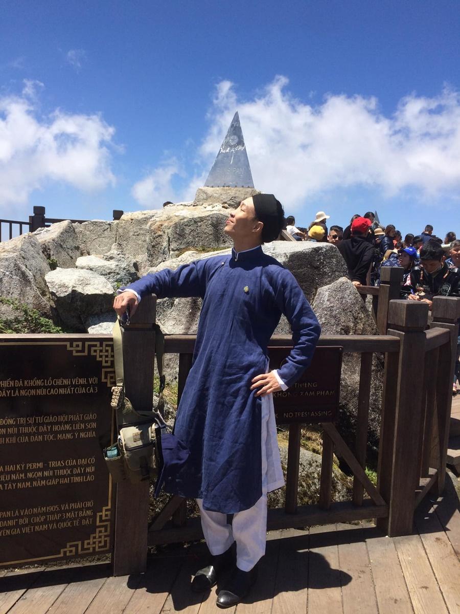 Anh Hồng Quang lần thứ 4 gặp lại đỉnh chóp trên đỉnh Fansipan. Ảnh: NVCC.
