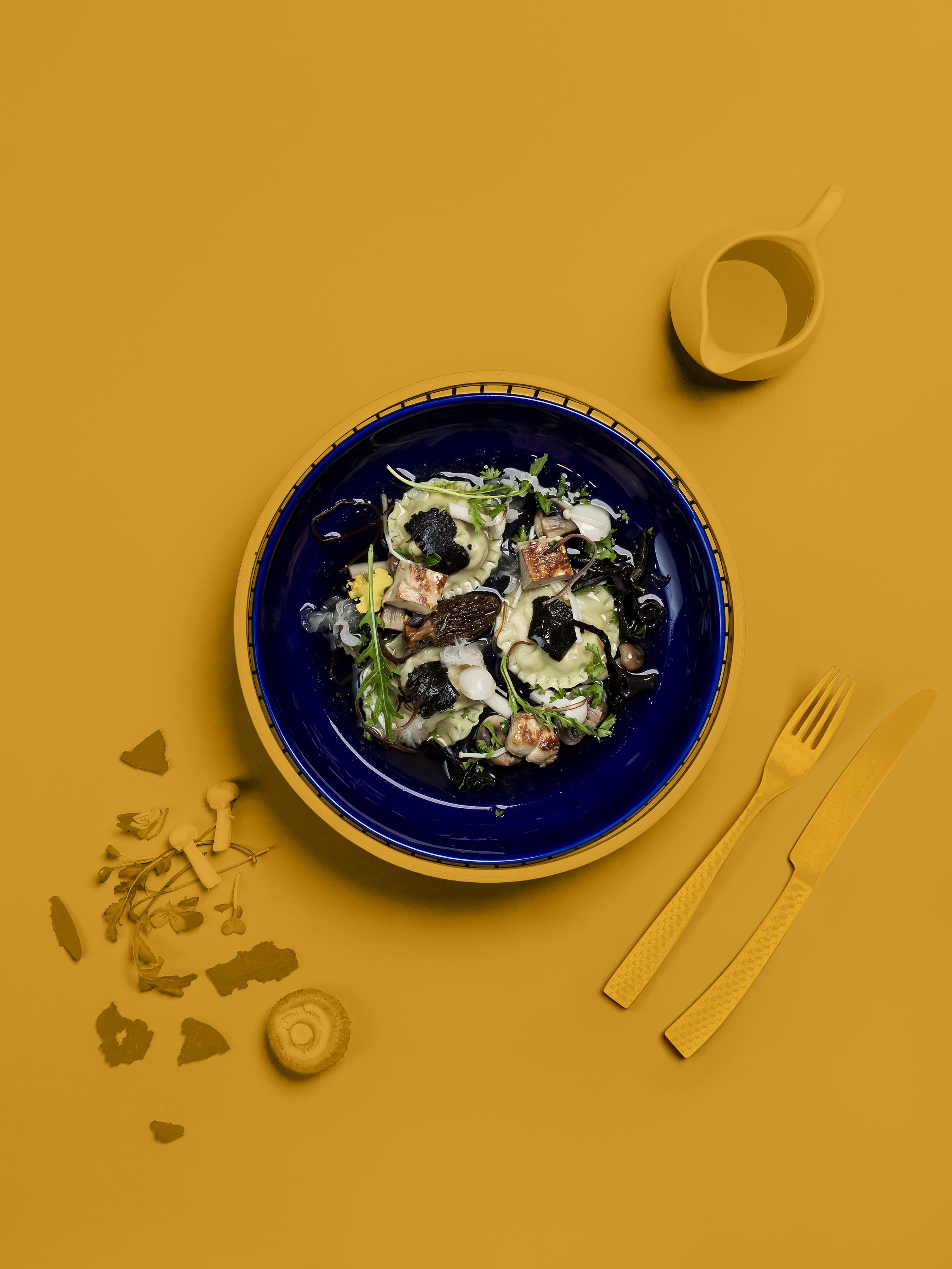 Bánh xếp gan ngỗng gây ấn tượng trong hương vị và cách trình bày.