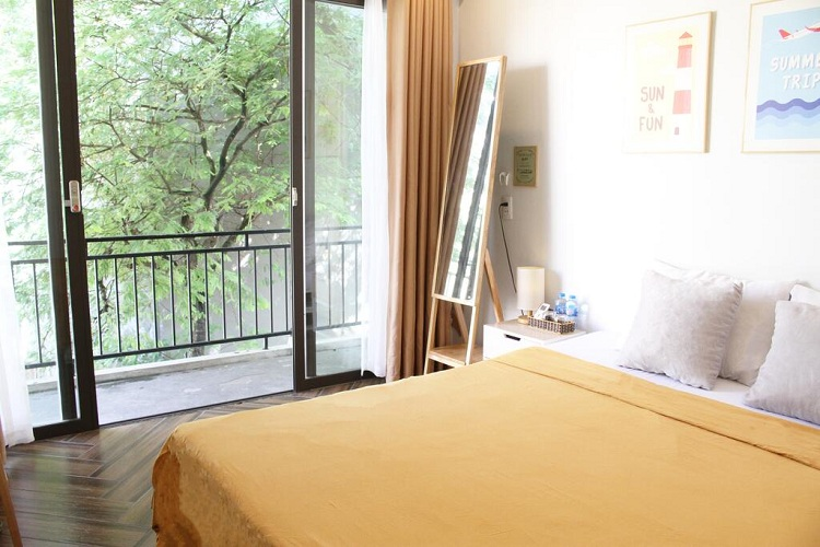 Phòng nghỉ tại The Bay homestay với không gian thoáng mát, gọn gàng. Ảnh: The Bay - Ha Long Homestay