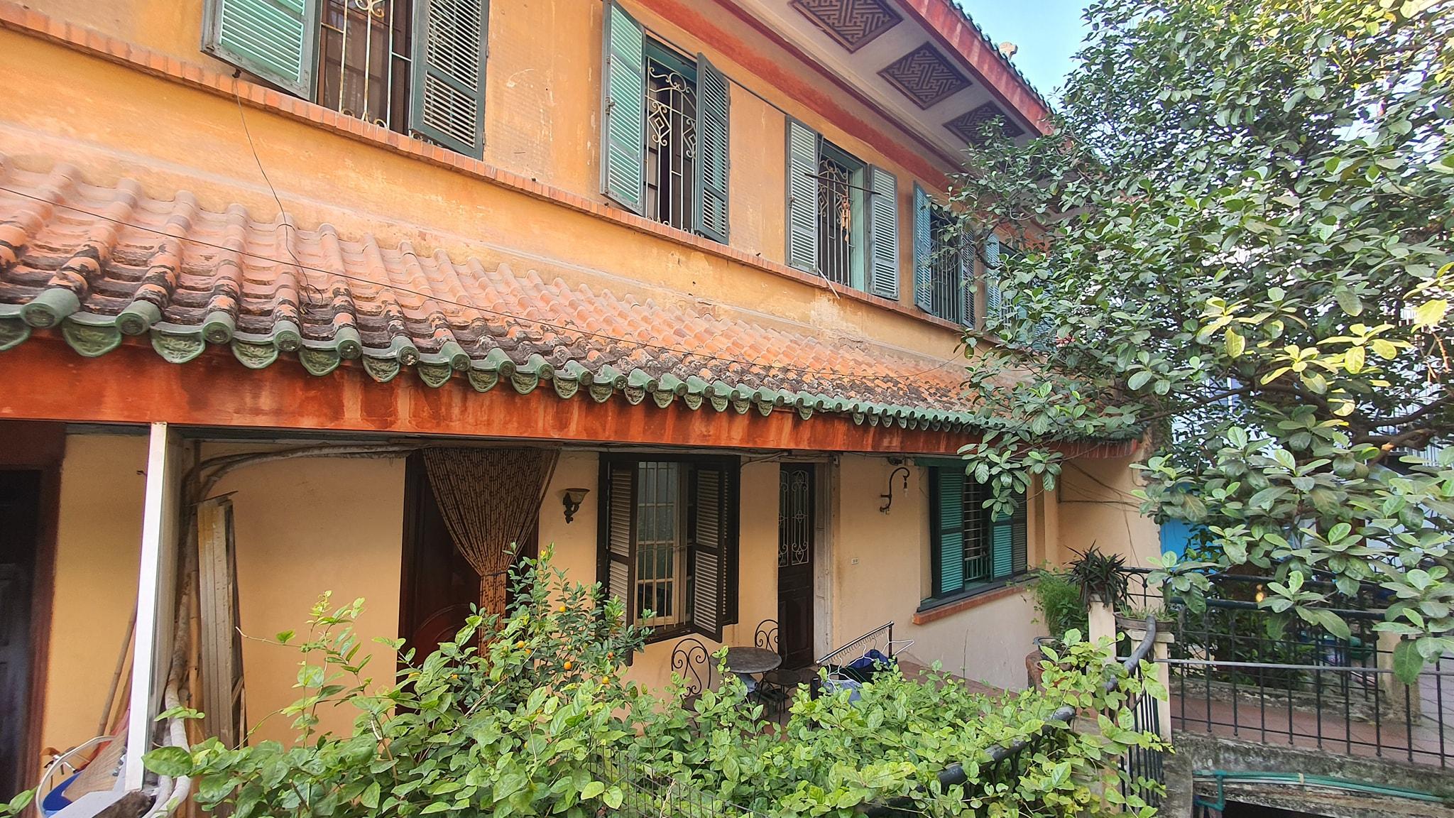Trải qua nhiều năm dời chủ, nơi này hiện bị chia cắt thành nhiều căn hộ, tuy nhiên một phần lớn của dinh thự vẫn được giữ lại, bảo tồn khá tốt và thuộc về doanh nhân Hồ Hoàng Hải (sống tại Hà Nội). Ảnh: Hồ Hoàng Hải