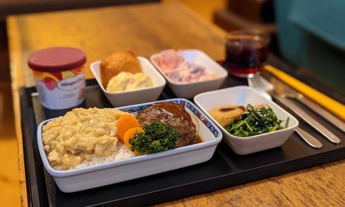 Mê đồ ăn trên máy bay tới mức tự nấu ở nhà