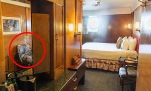 Khách sạn bên trong con tàu ma ám