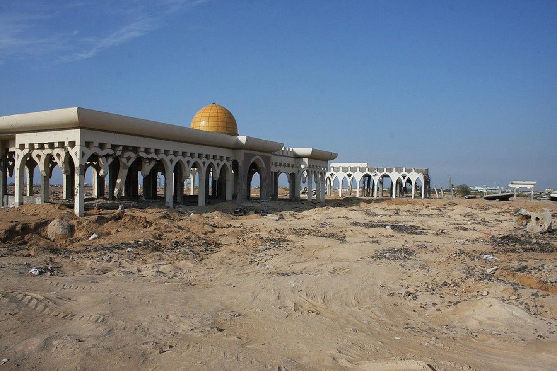 Du lịch tới Gaza có những nguy hiểm và rủi ro cao. Bảo hiểm du lịch có thể không được hỗ trợ tại đây. Tuy nhiên, sau nhiều cuộc chiến tranh, trái tim của thành phố Gaza vẫn đập và người dân tại đây luôn tin vào một tương lai tươi sáng. Ảnh: Mohammed Yousif Azaiza