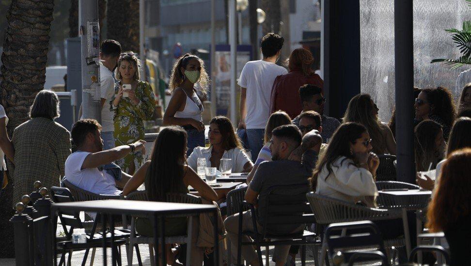 Cuộc sống đang dần trở lại ở thành phố nghỉ mát Palma, Tây Ban Nha. Ảnh: Reuters