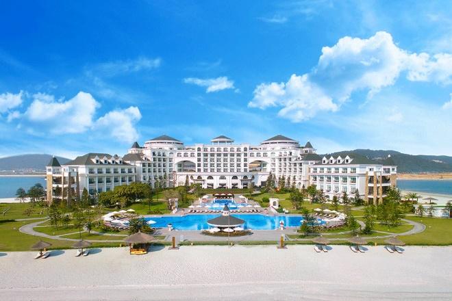 Vinpearl Resort & Spa Hạ Long được đánh giá là kiệt tác giữa lòng kỳ quan