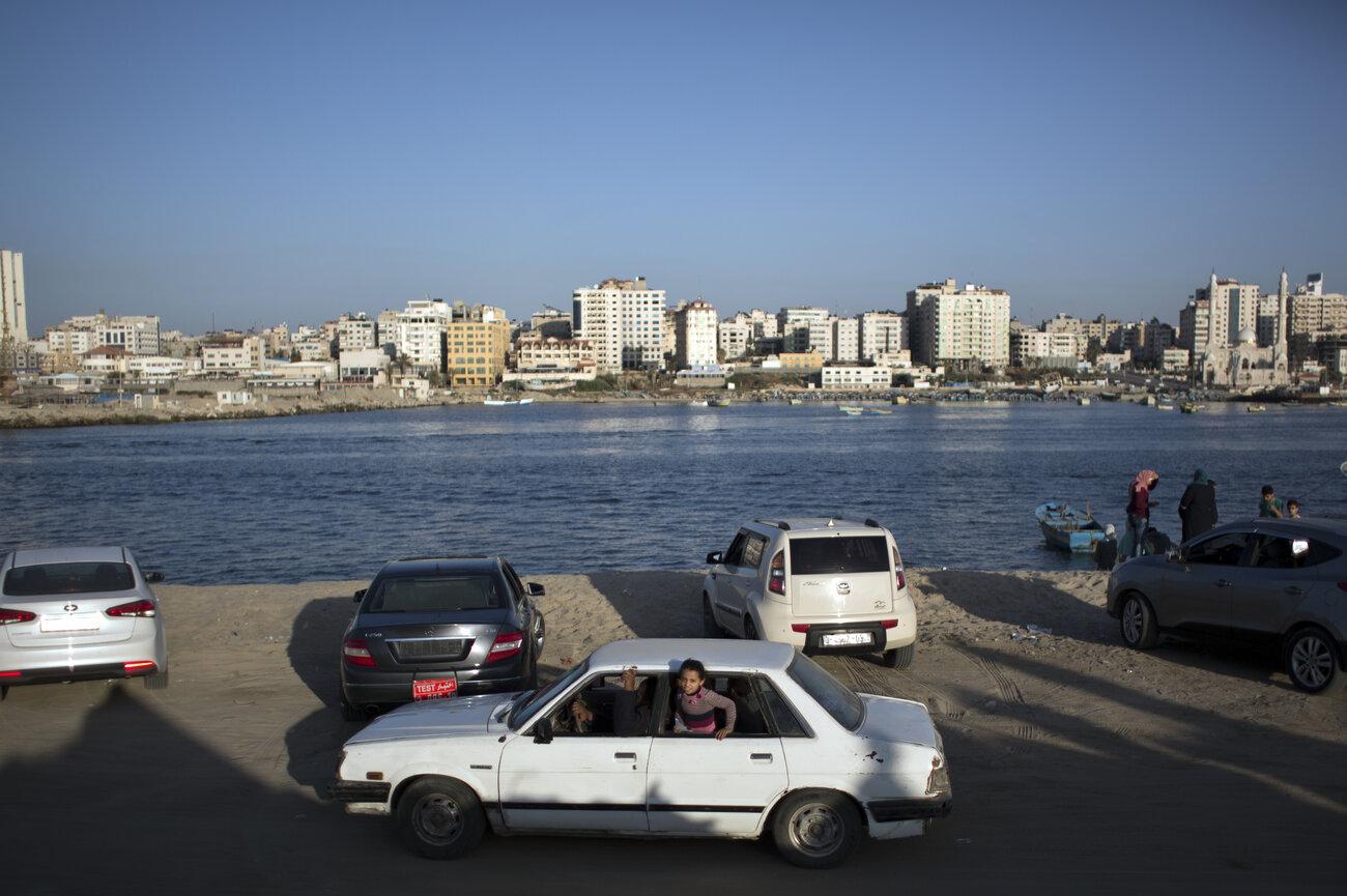 Tuy vậy, sau nhiều cuộc chiến tranh, trái tim của thành phố Gaza vẫn đập và người dân luôn tin vào một tương lai tươi sáng. Ảnh: Khalil Hamra/AP