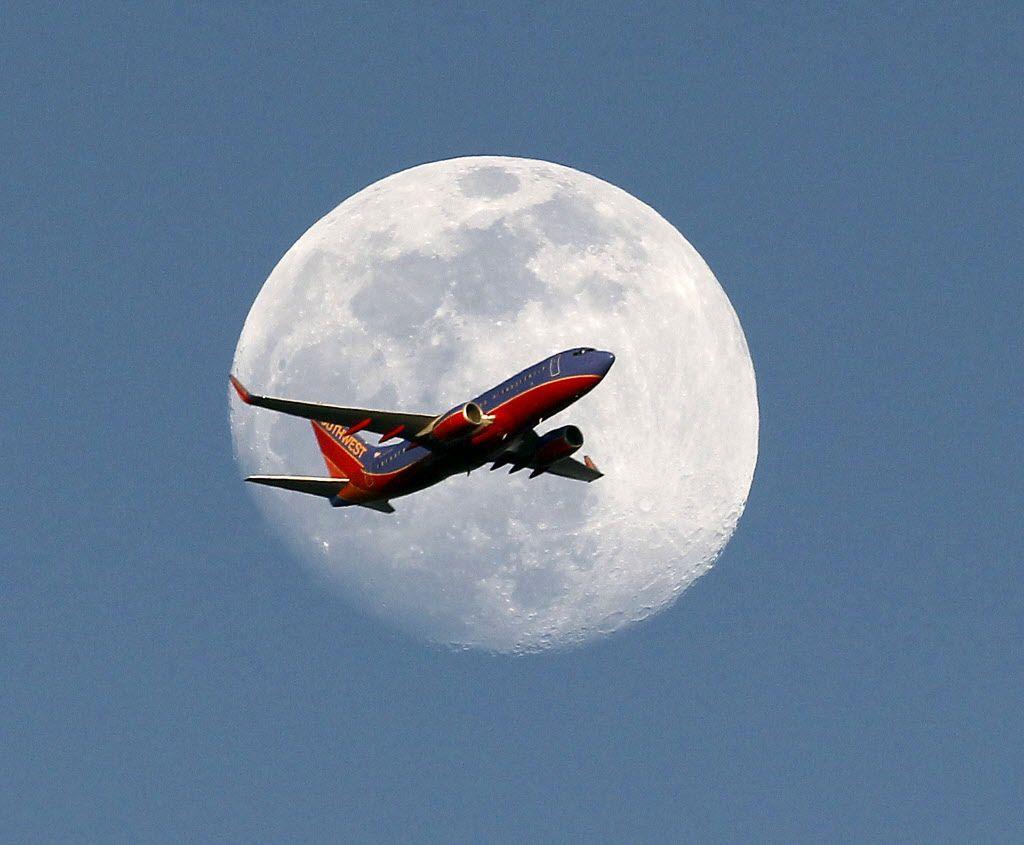 Hành khách sẽ được bay 3 tiếng trên không và ngắm nhìn nguyệt thực toàn phần. Ảnh minh hoạ: Nick UT