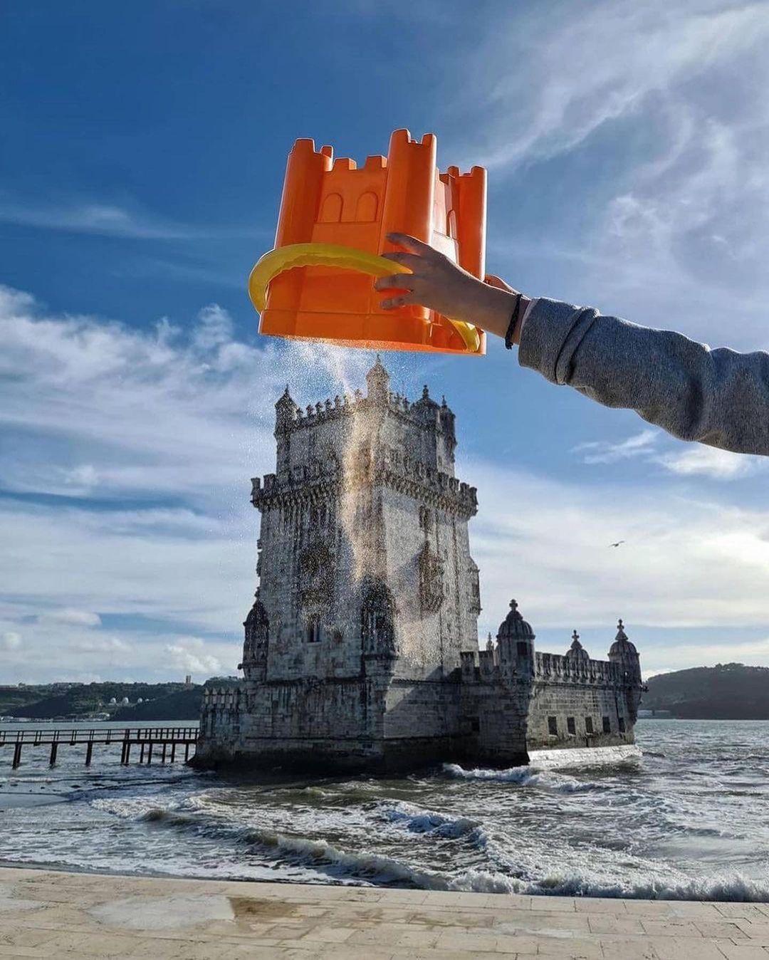 Pháo đài Belem tại Lisbon, Bồ Đào Nha, biến thành một lâu đài cát khổng lồ. Nơi đây được xây dựng với mục đích ban đầu để bảo vệ thành phố, sau đó thành một ngọn hải đăng và là một trung tâm hải quan. Pháo đài được xếp hạng Di sản Thế giới bởi UNESCO vào năm 1983.
