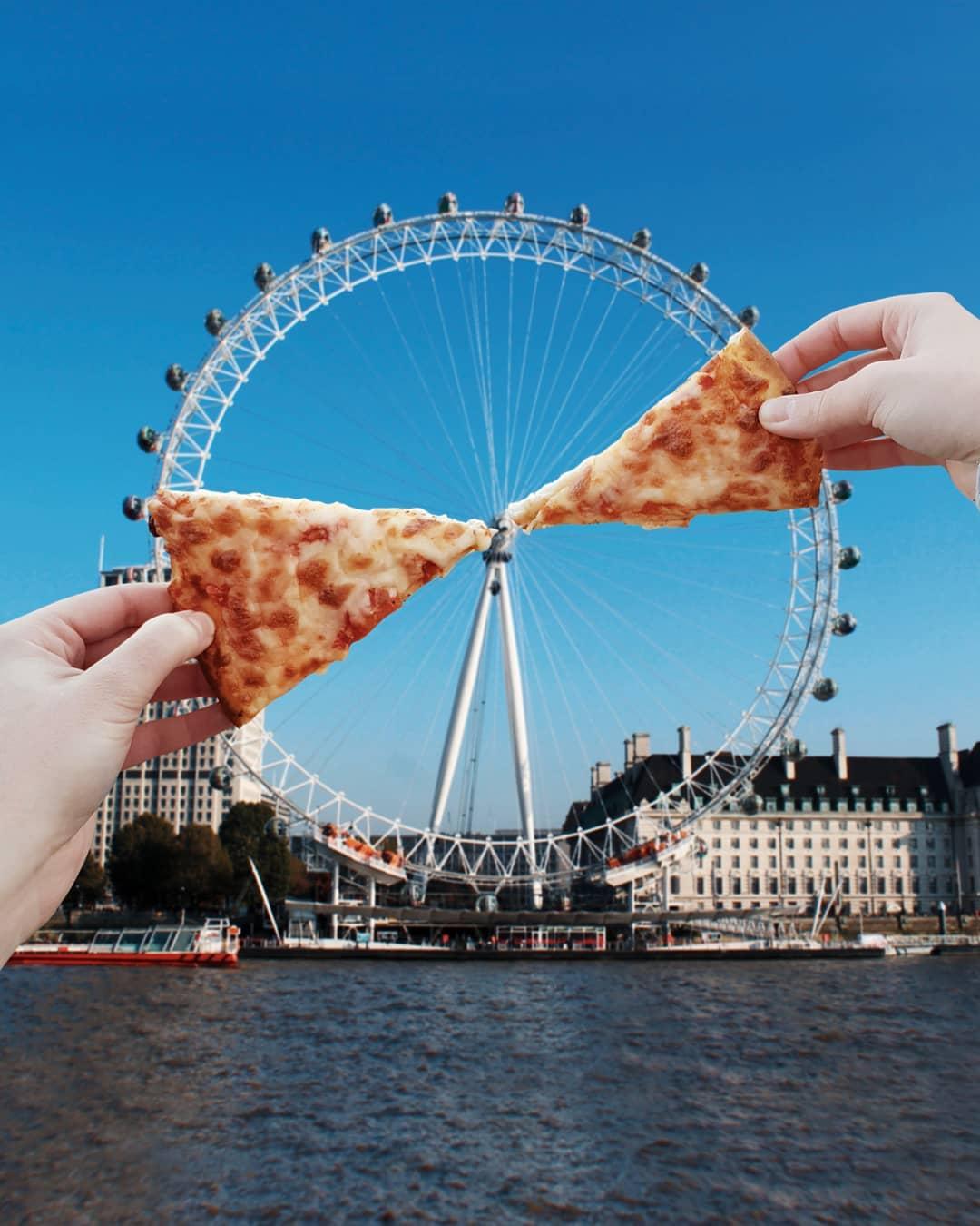 Đu quay nặng hơn 1.000 tấn, cao 135 m được đặt tên là Con mắt của London hay Vòng quay Thiên niên kỷ. Đây là một trong những điểm du lịch hút khách nhất ở thủ đô Anh, nằm bên bờ sông Thames. Hugo đã biến nó thành một chiếc pizza khổng lồ, còn lại 2 miếng.