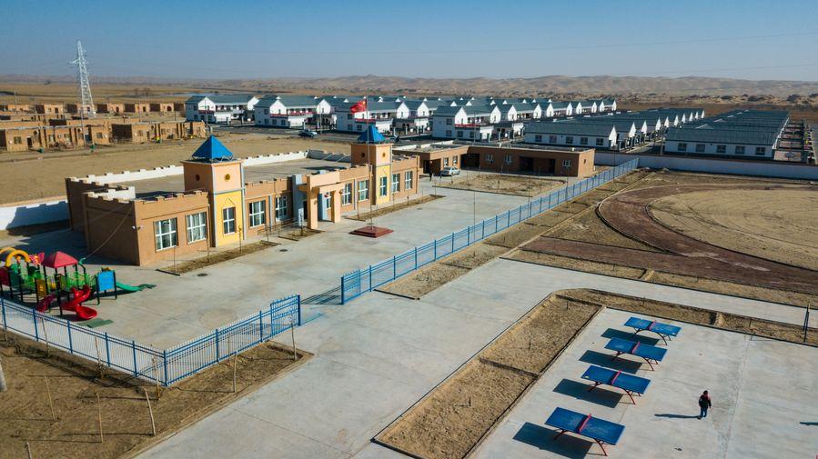 Dù sông Keriya cung cấp nước cho người dân qua hàng trăm năm, môi trường quanh đây ngày càng khắc nghiệt do mạch nước ngầm giảm, bão cát... Từ năm 2017, người dân được chuyển đến một khu tái định cư về phía nam, rìa sa mạc để ổn định cuộc sống cách làng cũ khoảng 110 km. Tại đây, họ được cấp cho những ngôi nhà kiên cố hơn, có đường sá thuận tiện và hệ thống xử lý nước sạch. Trạm xá, trường học, trường mẫu giáo, bến xe buýt và một  cũng được xây dựng, người dân cũng được đi học chữ.