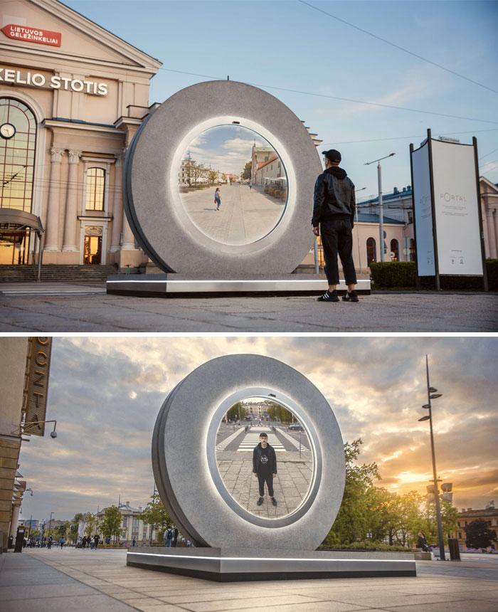 2 cánh cổng giúp người dân nhìn thấy nhau dù cách xa nhau 600 km. Ảnh: Go Vilnius