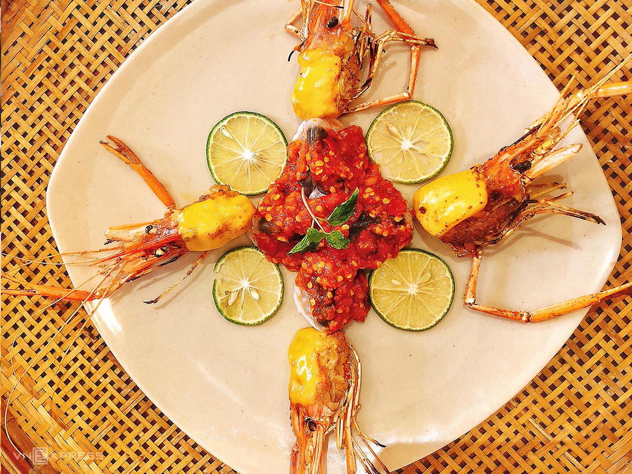 Vùng sông nước Cần Thơ vốn nổi tiếng với các món ăn như bún nước lèo, lẩu mắm và các loại bánh ngọt, nhưng không vì thế mà thiếu đi hương vị của những món ăn quốc tế. Tại đây, thực khách vẫn có thể trải nghiệm nền ẩm thực Thái Lan với đủ món, đủ hương vị chua cay ngọt đặc sắc. Ảnh: Hải Trần