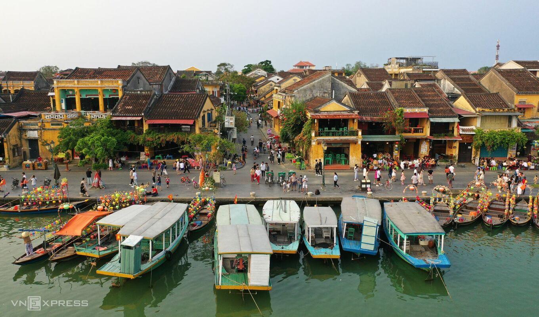 Trước đó vào giữa tháng 4, tỉnh Quảng Nam đăng ký đón khách quốc tế có hộ chiếu vaccine, kết quả xét nghiệm âm tính với Covid-19 và chỉ đến hai khu nghỉ dưỡng khép kín trên địa bàn. Ảnh: Đắc Thành.