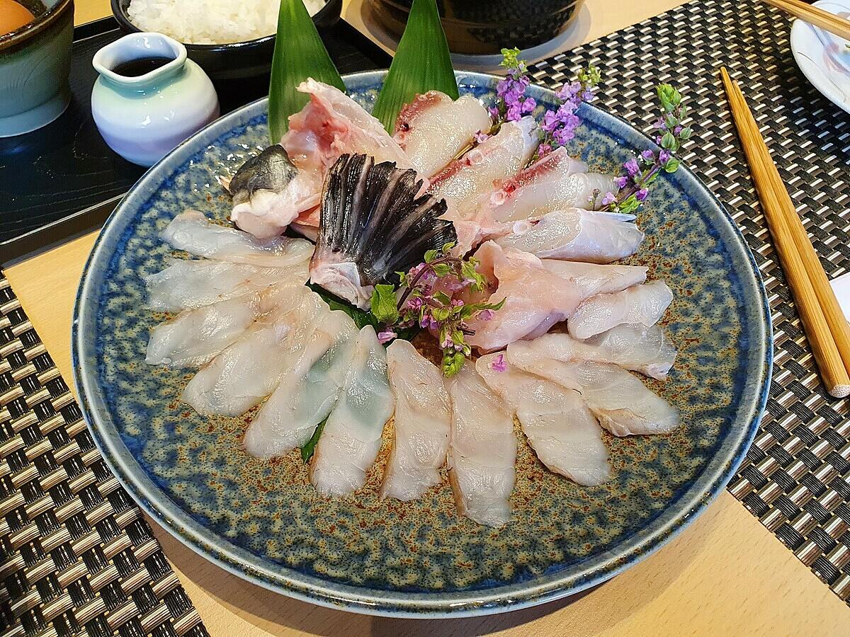 Cá nóc trong ẩm thực Nhật Bản có thể dùng chế biến sashimi hoặc là món nhúng cho lẩu. Ảnh: Thanh Hằng.