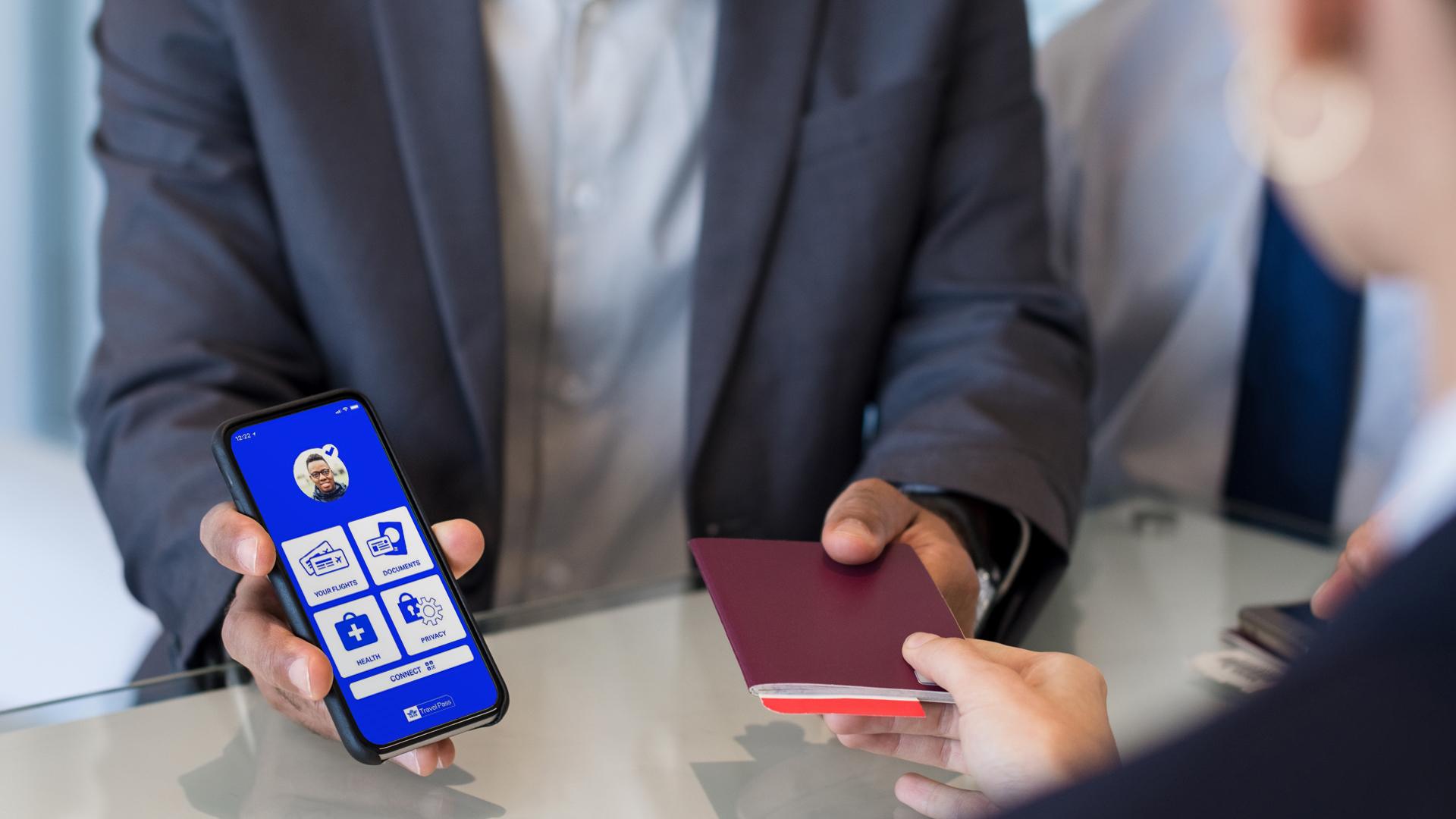 Hành khách tải ứng dụng IATA Travel Pass, điền thông tin
