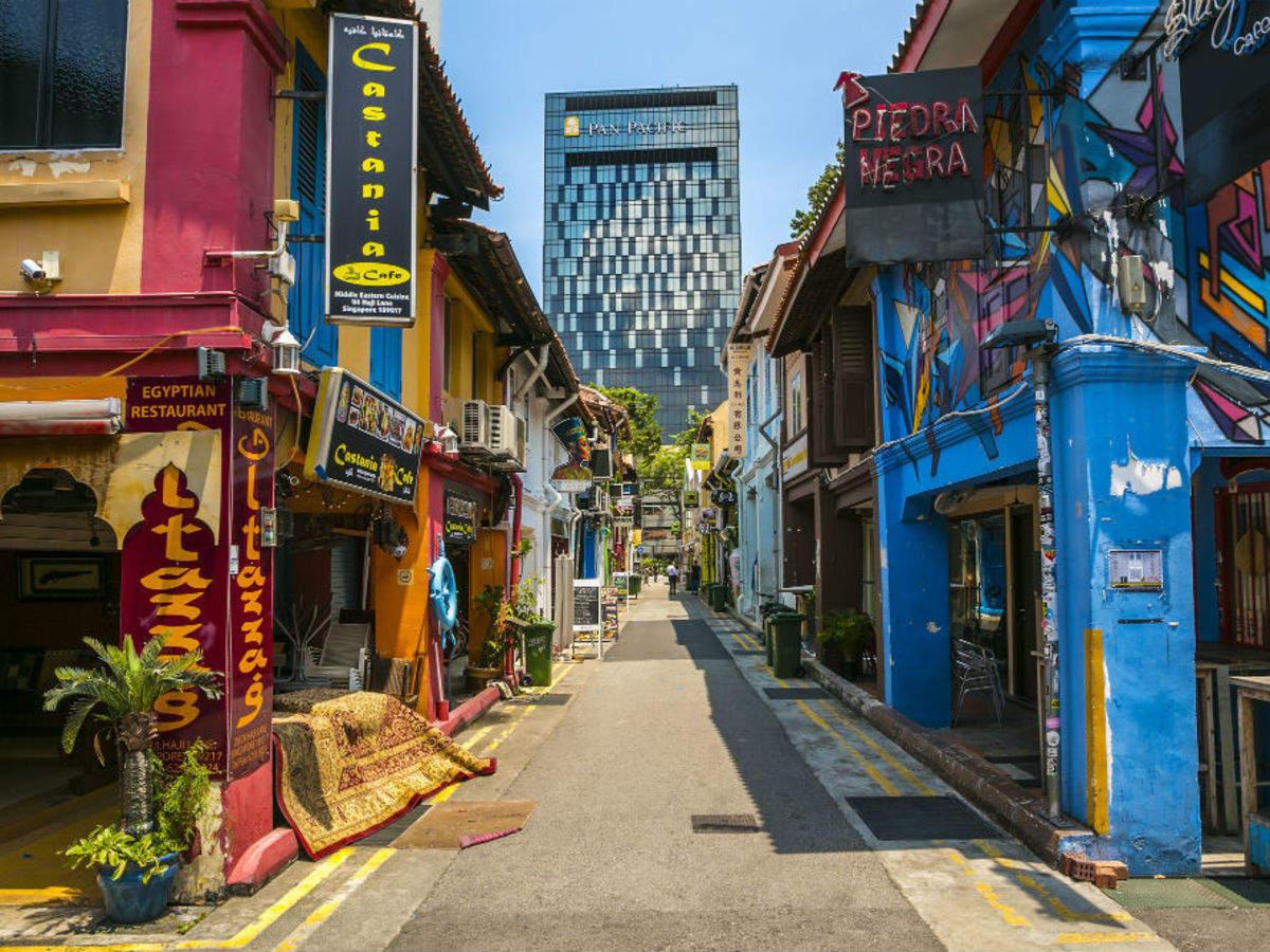 Haji Lane - một điểm đến đông khách du lịch của Singapore trước đại dịch. Ảnh: Times of India