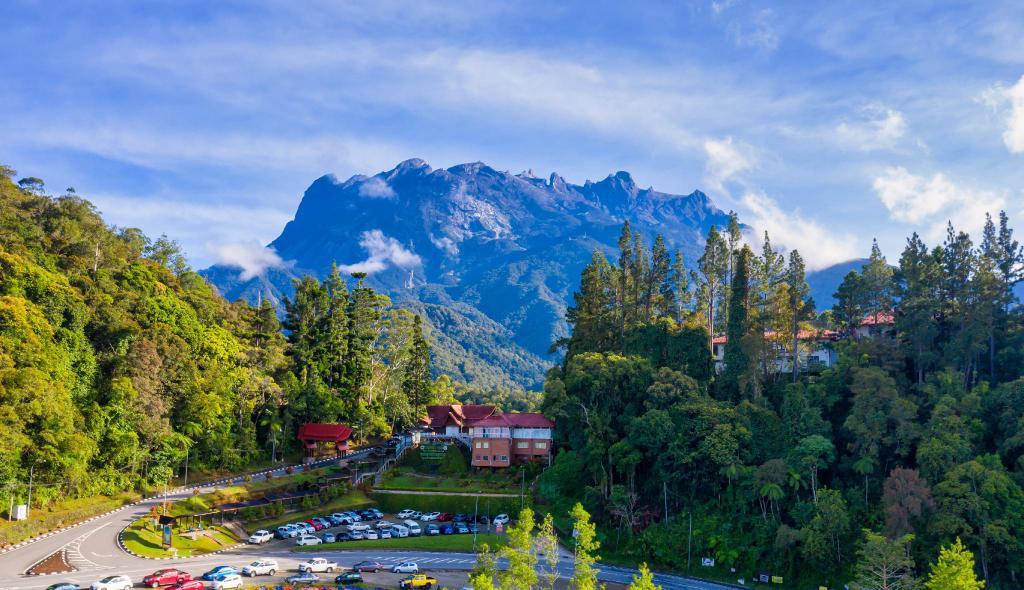 Có 4 di sản thế giới được UNESCO công nhận ở Malaysia là Vườn quốc gia Gunung Mulu, công viên Kinabalu, các thành phố lịch sử Melaka và George Town, di sản khảo cổ học Thung lũng Lenggong. Ảnh: Agoda
