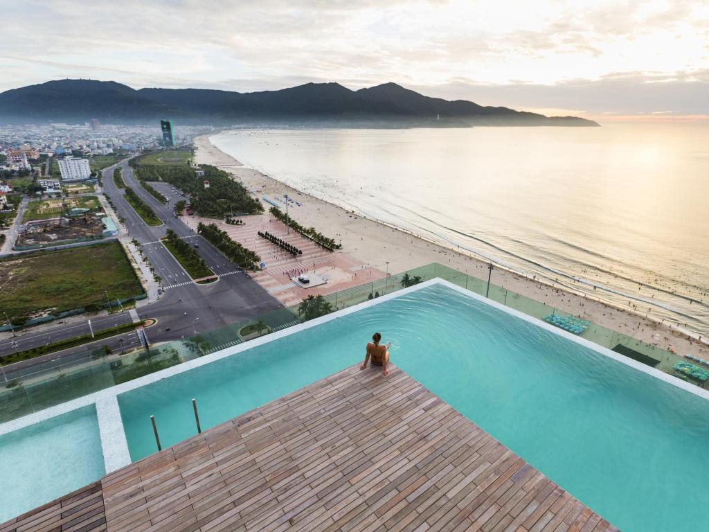 A La Carte có bể bơi vô cực với tầm nhìn về biển. Ảnh: ALC.