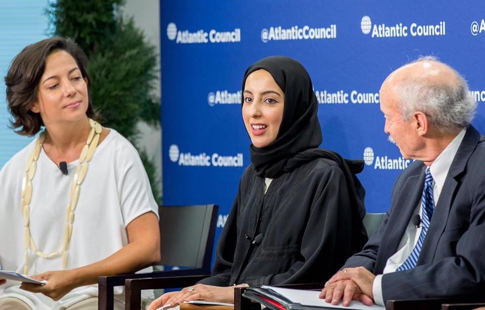 Phụ nữ ở UAE chiếm phần lớn số lượng nhân viên trong khu vực chính phủ và chiếm 20% trong các đoàn ngoại giao.