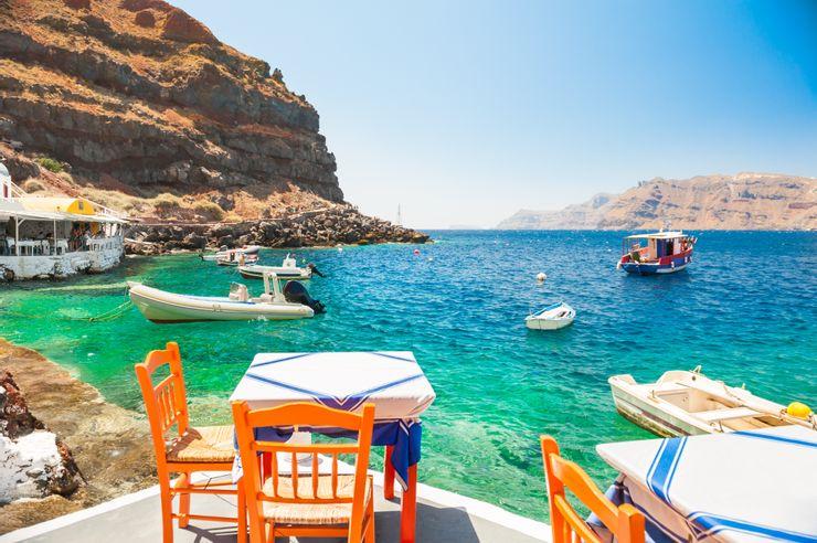 Địa Trung Hải có phần kém hoang dã hơn các bãi biển vùng Carribean. Đặc điểm của vùng biển này là có nhiều vách đá, nước xanh trong. Ảnh: Shutterstock