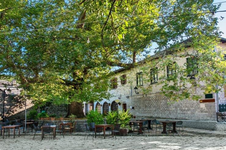 Địa Trung Hải có những thị trấn lát đá cuội và bề dày lịch sử lớn, do khu vực này nằm giữa châu Âu và châu Phi. Tại đây, có các địa danh gắn liền với thần thoại Hy Lạp và những công trình kiến trúc thời Trung cổ. Ảnh: Shutterstock