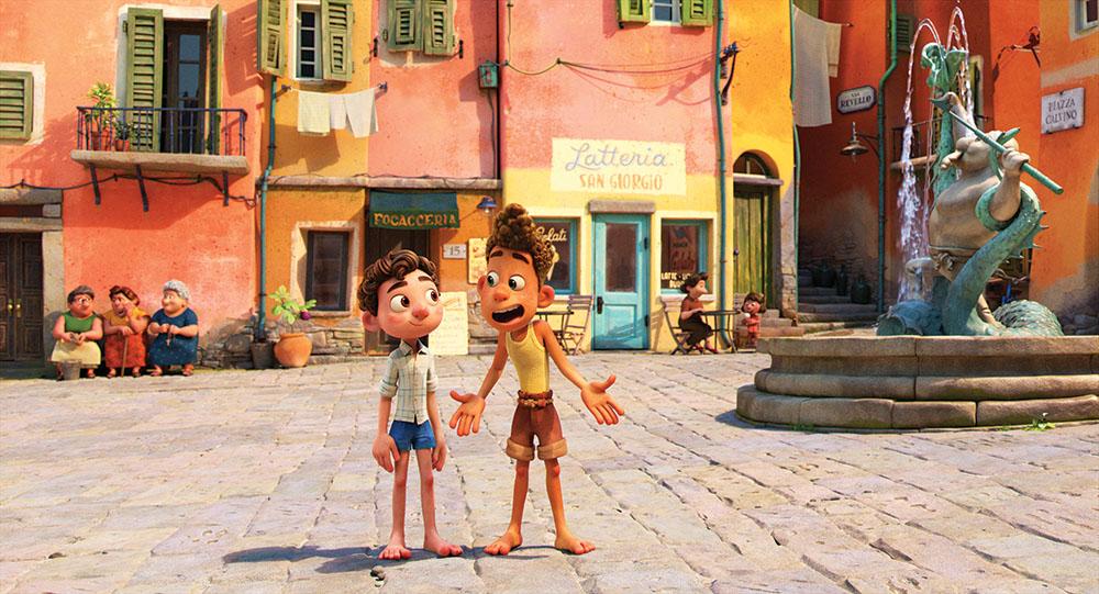 Luca lấy bối cảnh mùa hè Italy những năm 1950. Quảng trường thị trấn giả tưởng Portorosso có đài phun nước lấy cảm hứng từ các câu chuyện cổ địa phương. Ảnh: Disney/Pixar