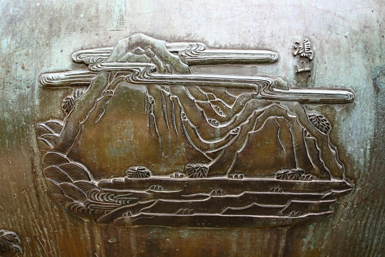 Hồng Sơn khắc trên Anh đỉnh - núi Chim Hồng còn gọi là Hồng Lĩnh là dãy núi lớn ở Hà Tĩnh.