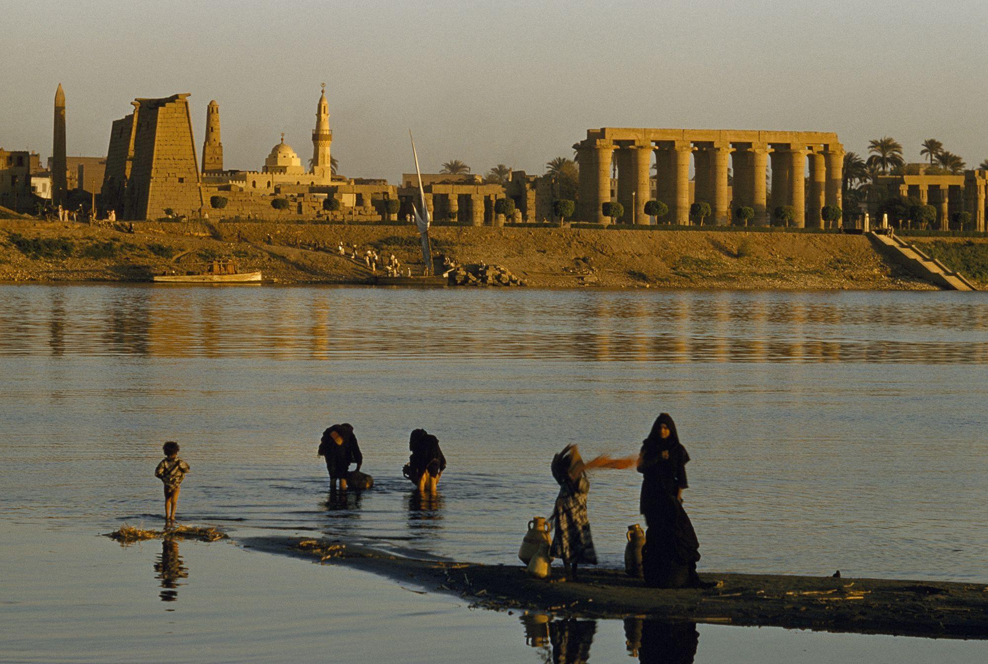 Đi dạo trên sông Nile là một hành trình khó quên và khó xử đối với nữ du khách Katrina Mary. Ảnh: NatGeo