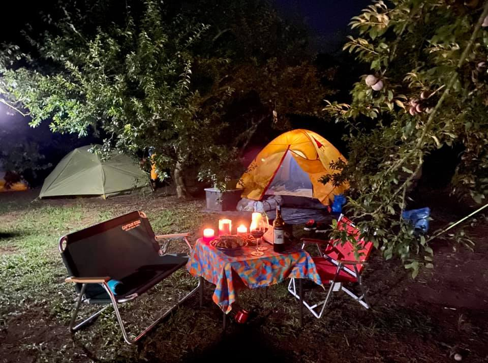 Cắm trại qua đêm cần lưu ý vấn đề đèn chiếu sáng.